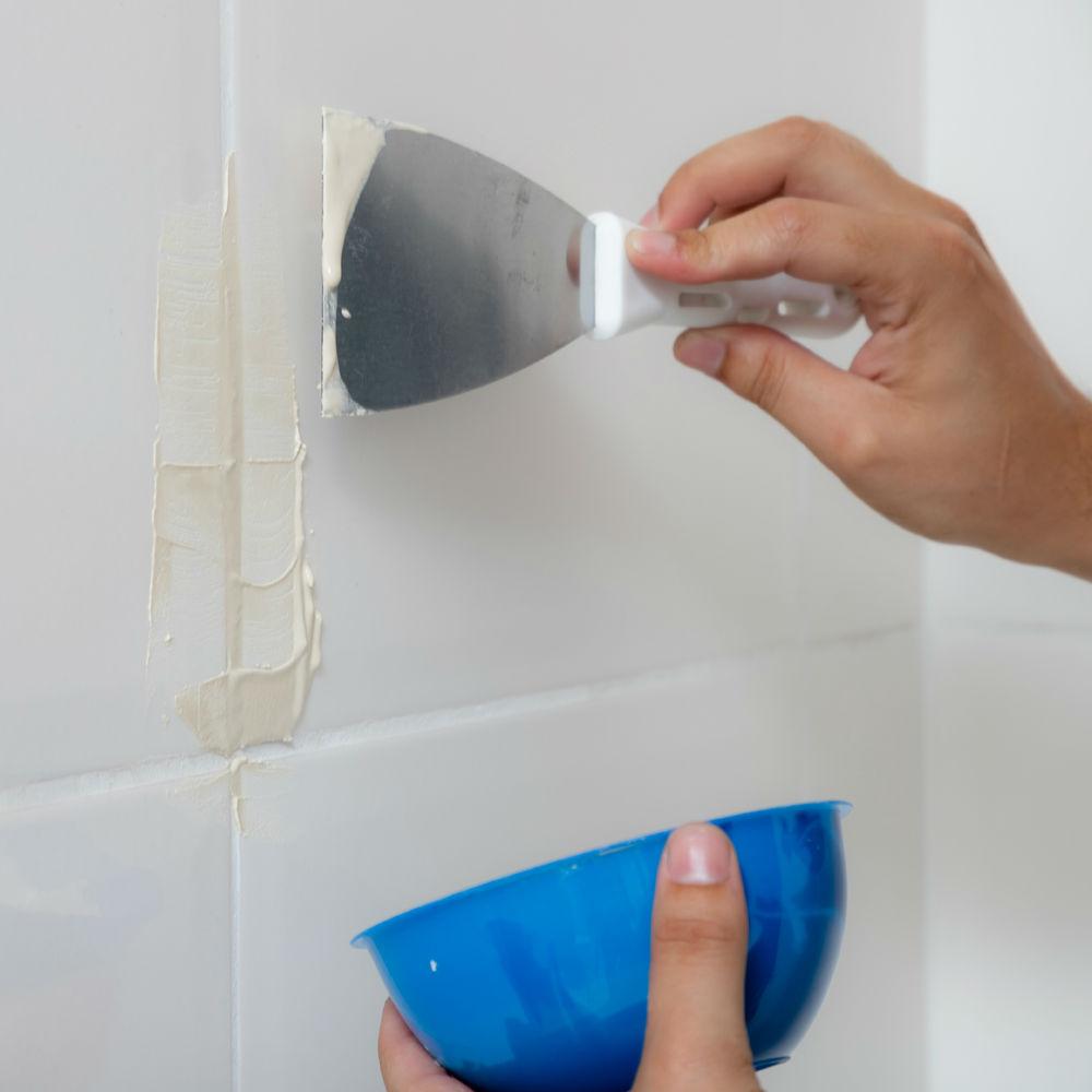 Serviço de aplicação de rejunte em banheiro