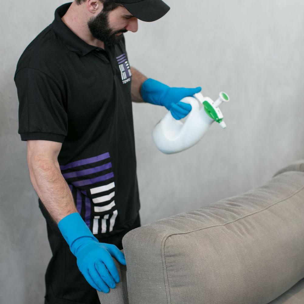 Equipe especializada em higienização de sofá de 1 ou 2 lugares