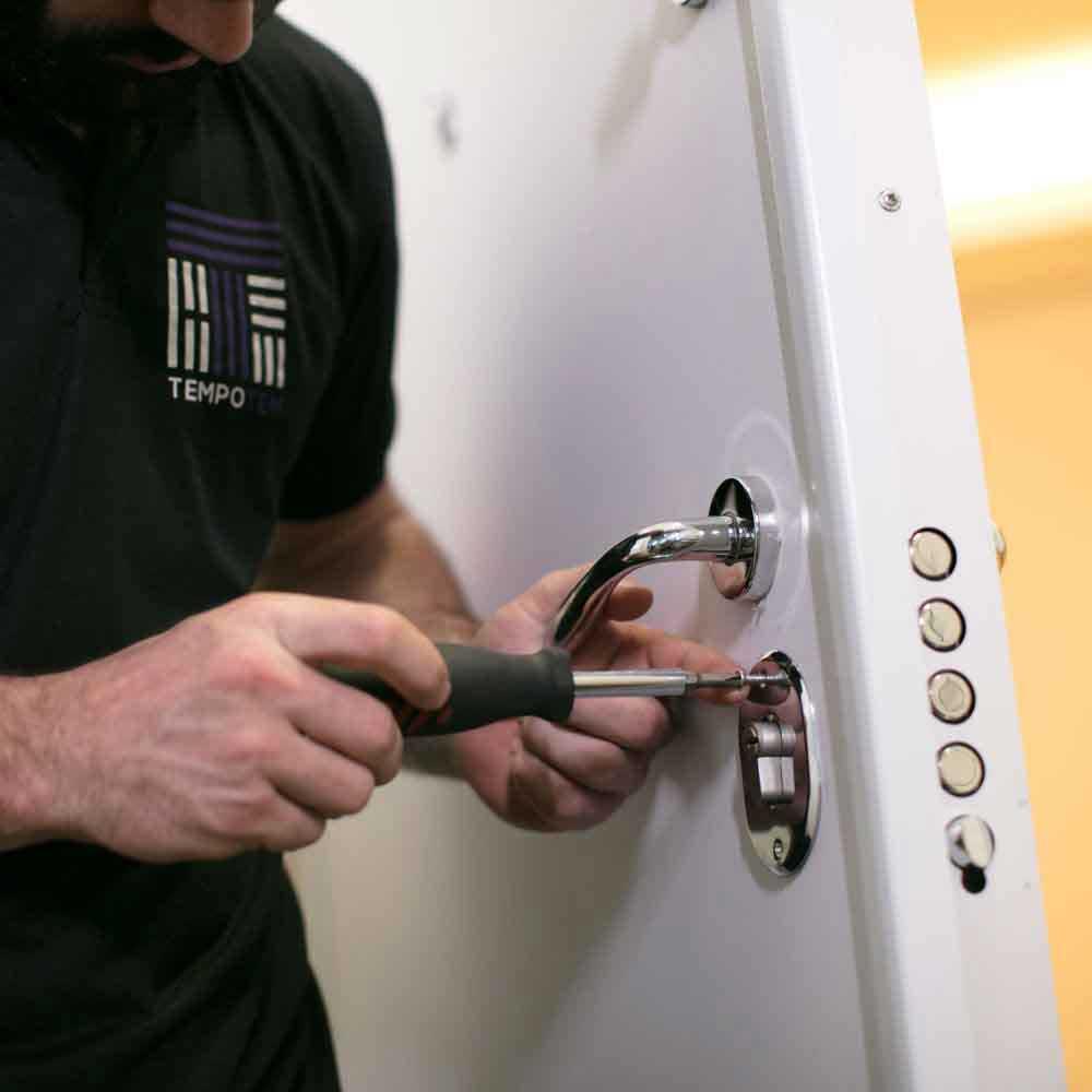 Troca de fechadura multiponto com garantia e qualidade Tempo Tem
