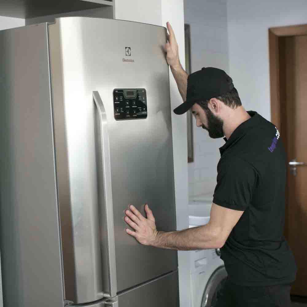 Equipe especializada em instalação de geladeira