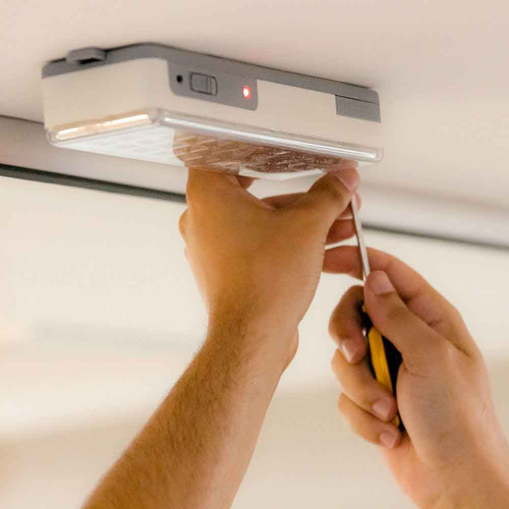 Instalação ou troca de até 4 pontos de luz de emergência