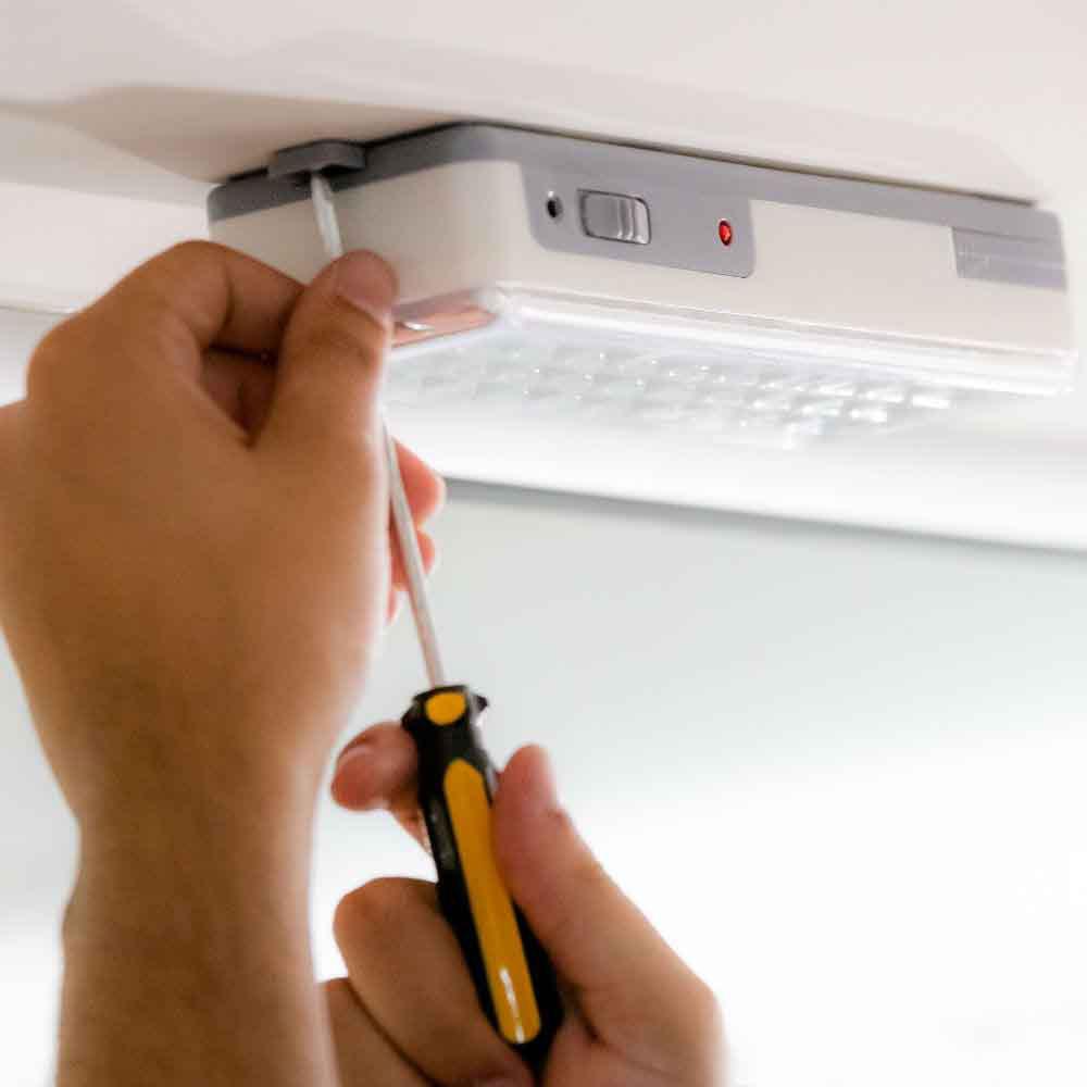 Empresa de instalação ou troca de luz de emergência TempoTem