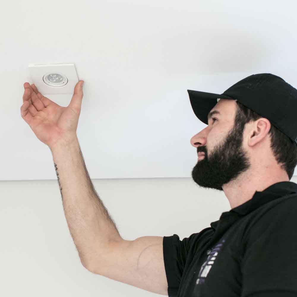 Instalação de arandelas em ambientes internos e externos