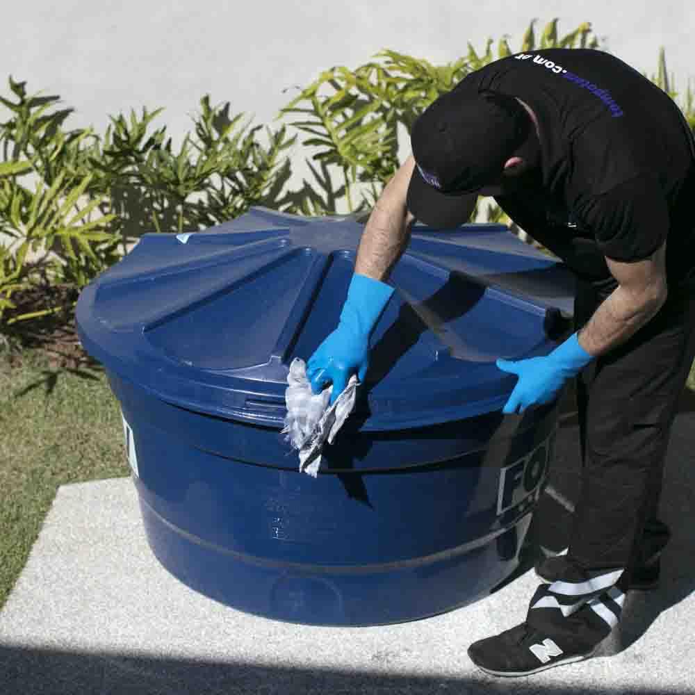 Equipe especializada em limpeza de caixa d'água