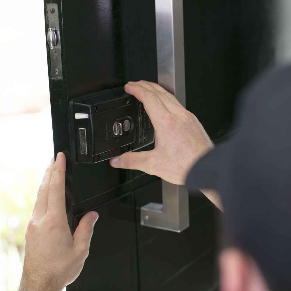 Serviço de manutenção de fechadura elétrica de todas as marcas e modelos em portas e portões