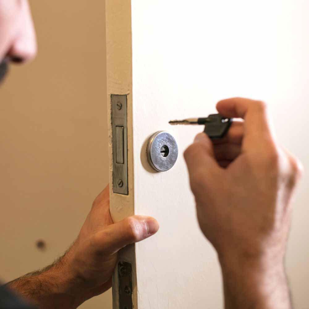 Serviço de manutenção de fechadura tetra