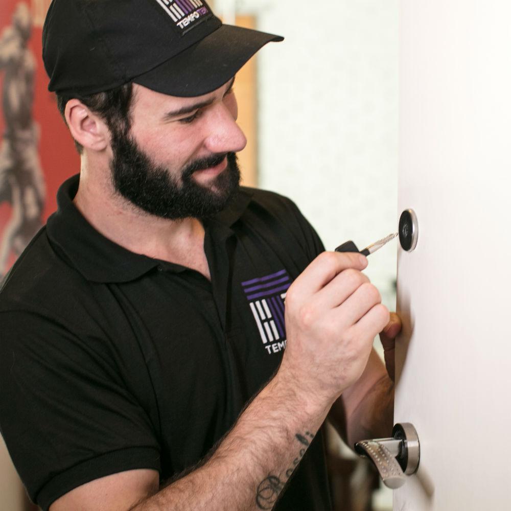Serviço de manutenção de trava tetra com garantias