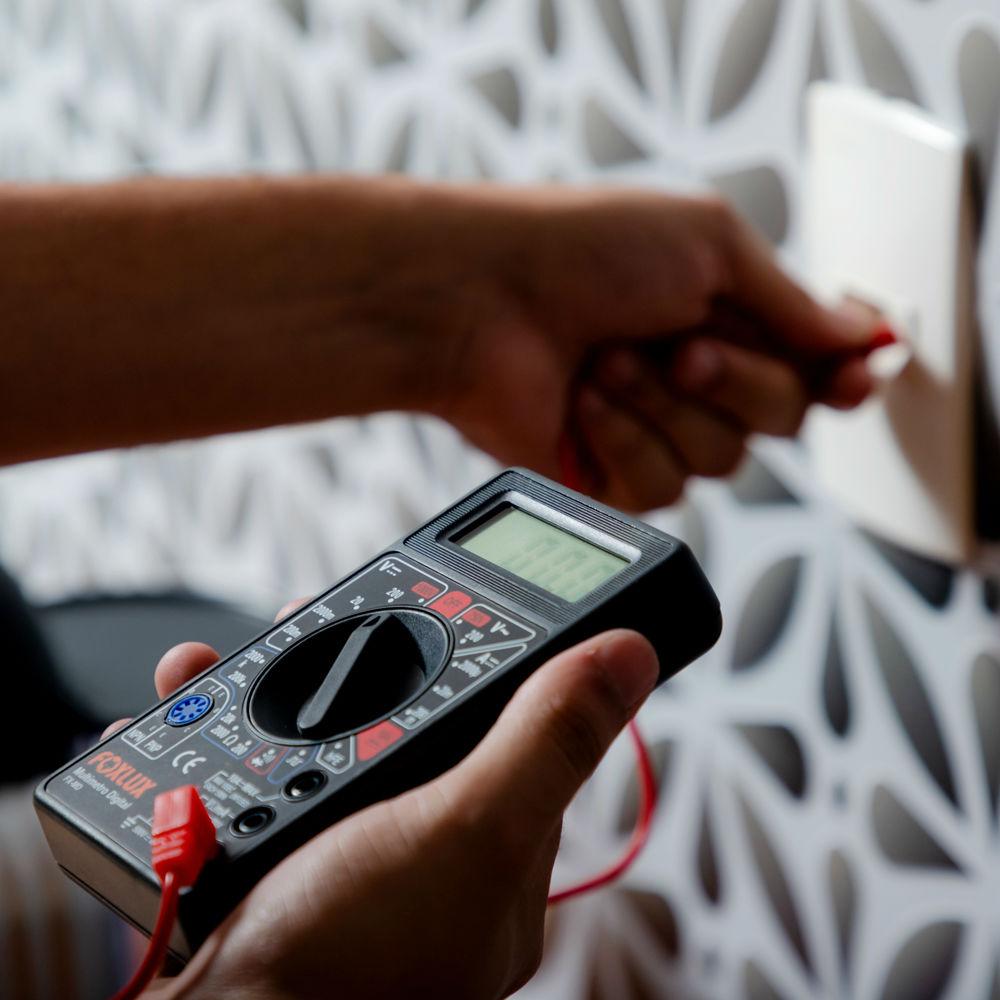 Serviço de análise da rede elétrica com suspeita de curto circuito