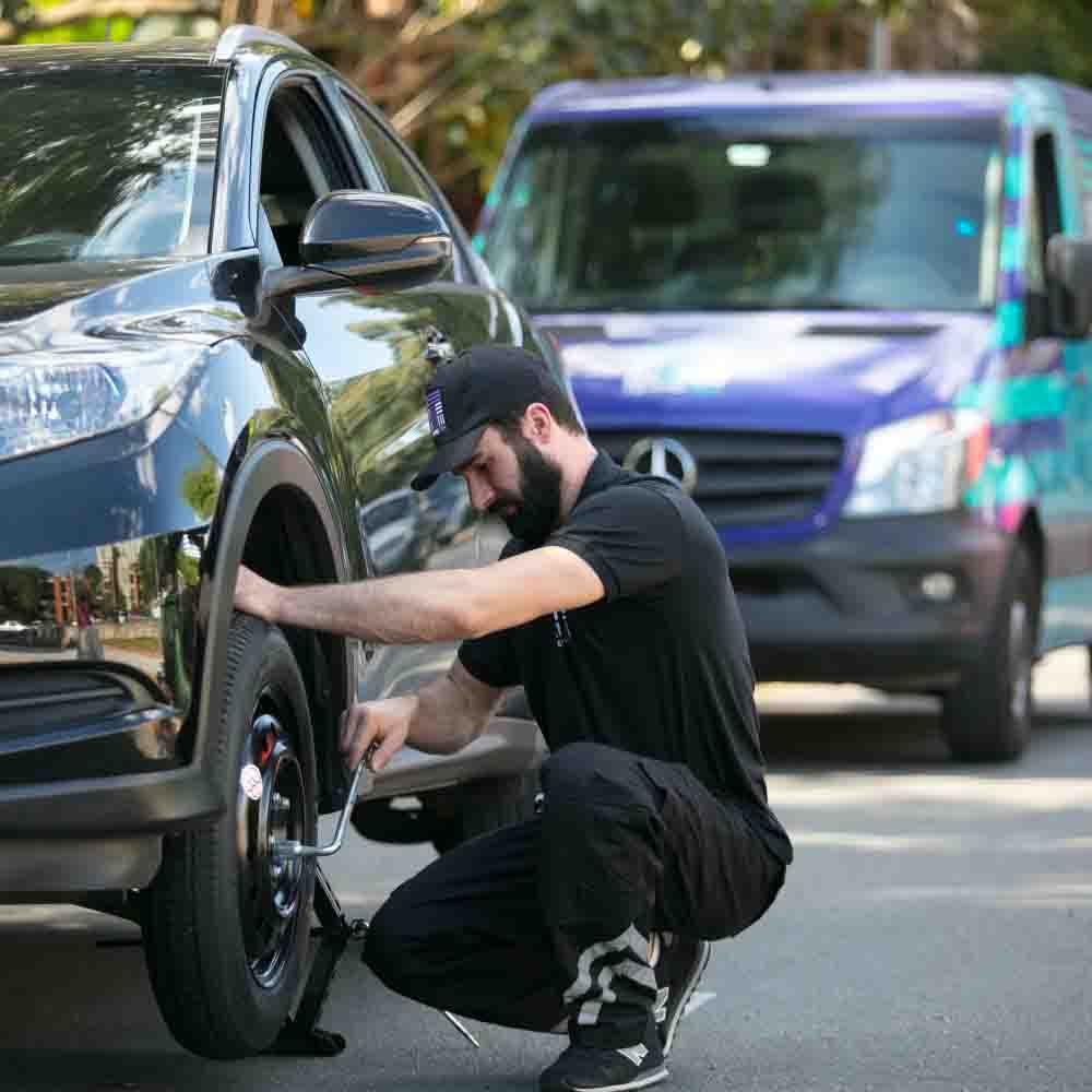 Serviço de troca ou calibragem de pneu vazio