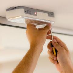 Serviço de instalação ou troca de luz de emergência