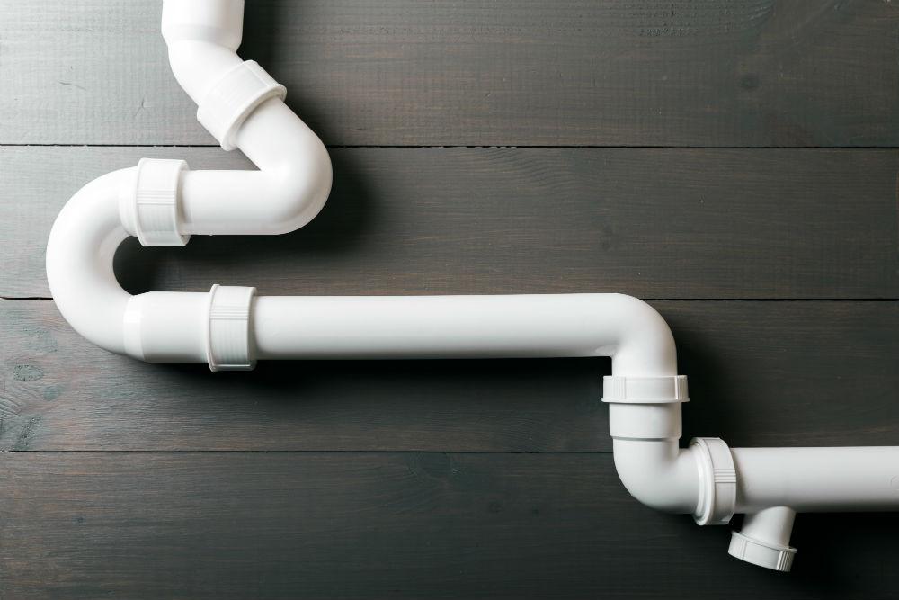 Serviço de contenção de água em canos PVC e C-PVC