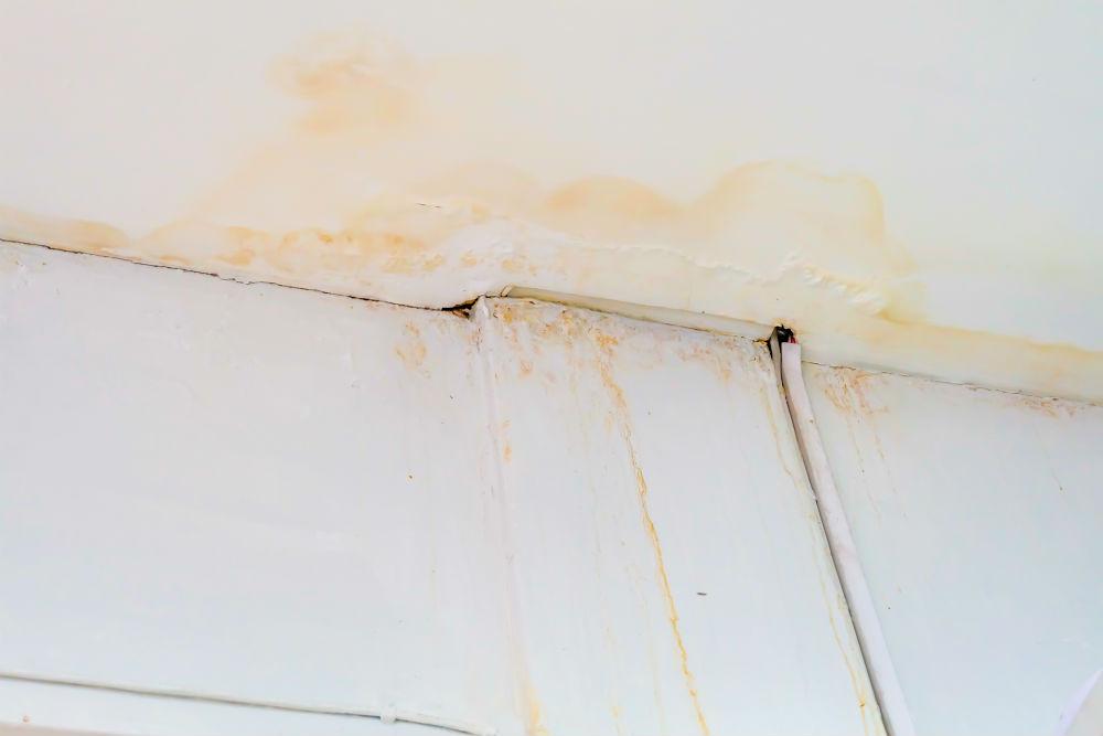 Equipe especializada para contenção de vazamento em paredes