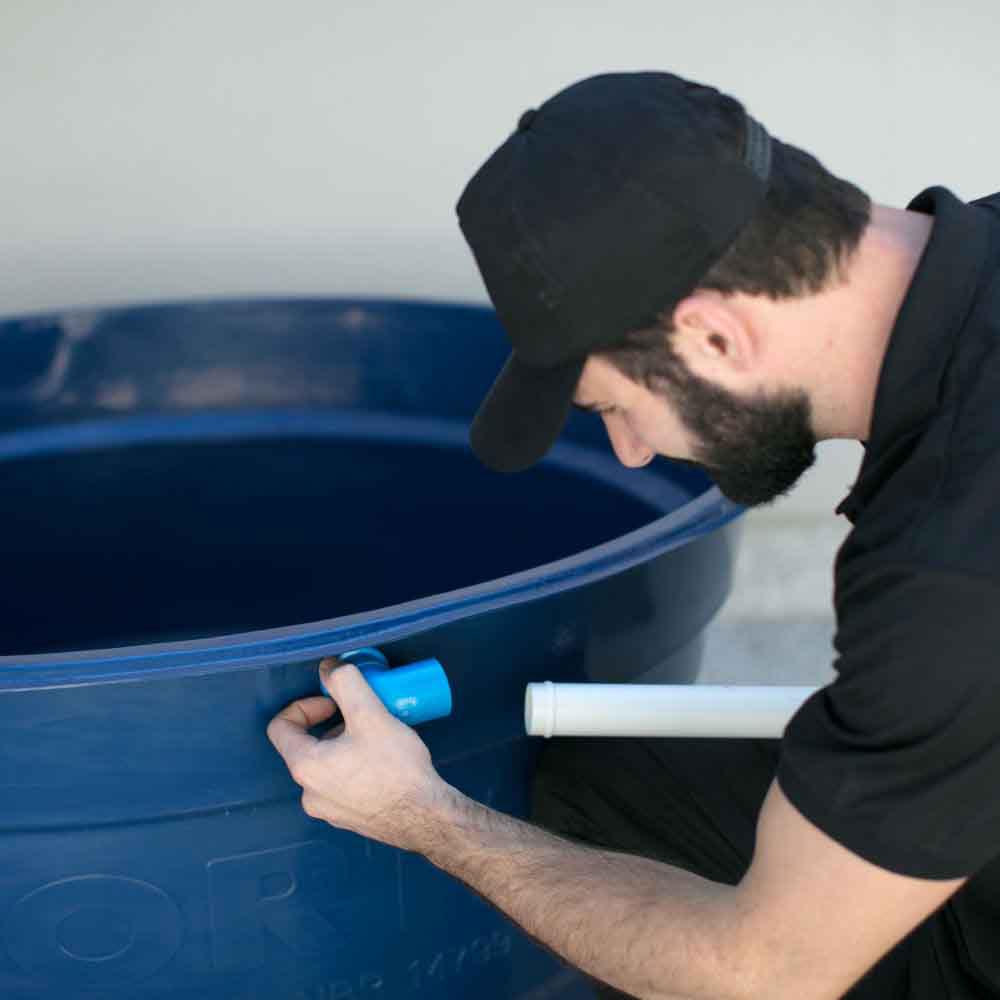 Serviço de contenção de vazamento na tubulação da caixa d'água